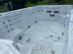 Occasion 13 Pieds Barefoot Deluxe Swim Spa Bain À Remous Par Hawkeye Pristine Condition